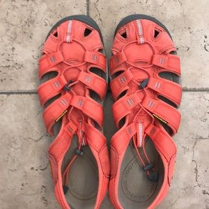 Keen sandals in orange/coral